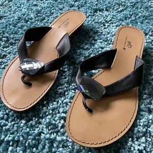 EUC SO wearit declareit black sandal.